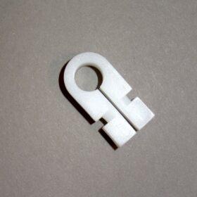 uchwyt-tworzywowy-mocujacy-siatke-w-profilu-aluminiowym